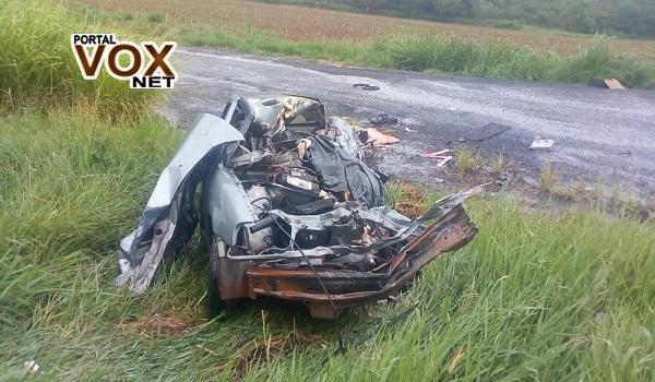 Fatal > Irmãs morrem em acidente entre carro e caminhão na PR-092