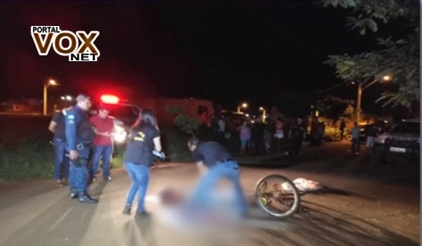 Motociclista morto na frente da esposa