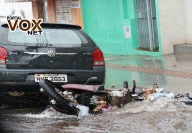 Veja o Vídeo – Fortes chuvas arrastam motocicletas e causam transtornos no Paraguai