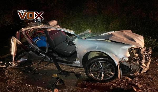 Grave – Colisão entre ônibus de turismo e carro deixa três pessoas feridas