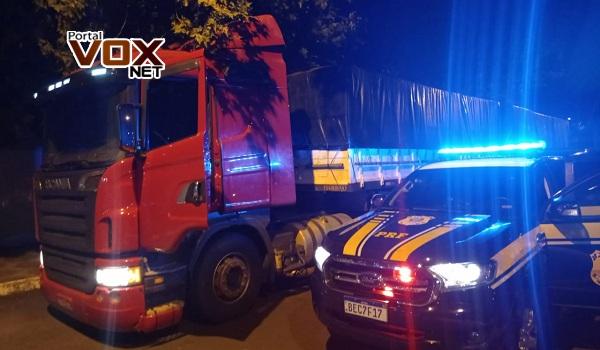 PRF – Bi-trem carregado de cigarro paraguaio é apreendido no centro de Guaíra