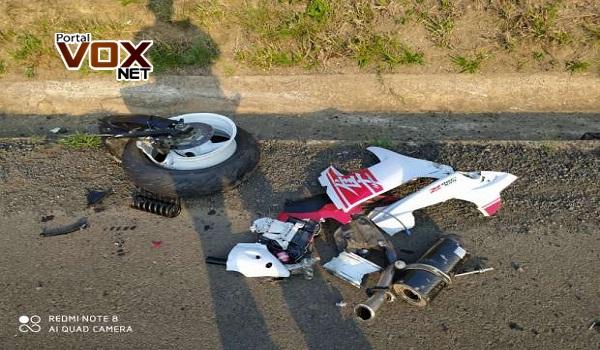 Gravíssimo – Batida frontal deixa motociclista em estado grave na BR 153