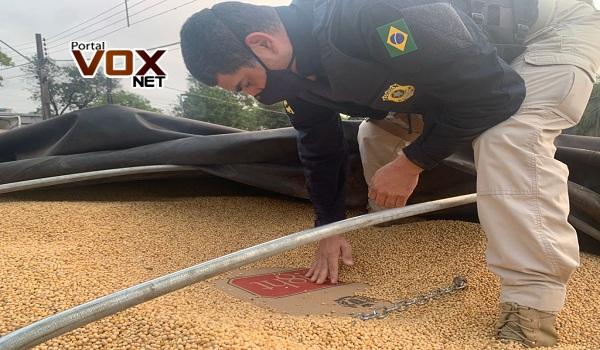 Guaíra – PRF apreende R$ 1,5 milhão em bitrem carregado de soja