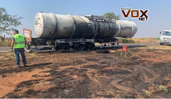 Grave – Caminhão-tanque pega fogo e quase vai pelos ares com 36 mil litros de etanol