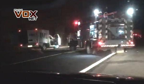 Tragédia – Cinco homens morrem após carro bater de frente com carreta na BR-364