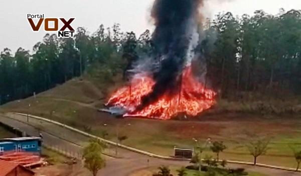 Tragédia no ar – Avião explode ao cair e sete pessoas morrem